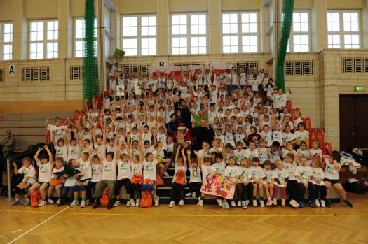 Gruppenfoto in der Turnhalle - Leipziger Kinderstiftung