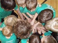 Teamwork beim Federball-Tunier - Leipziger Kinderstiftung