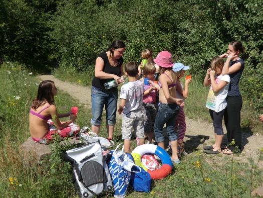 Verdiente Pause vom Schwimmen - Leipziger Kinderstiftung