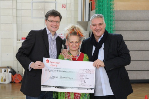 Nikolausspielfest - Übergabe Spendenscheck - Leipziger Kinderstiftung