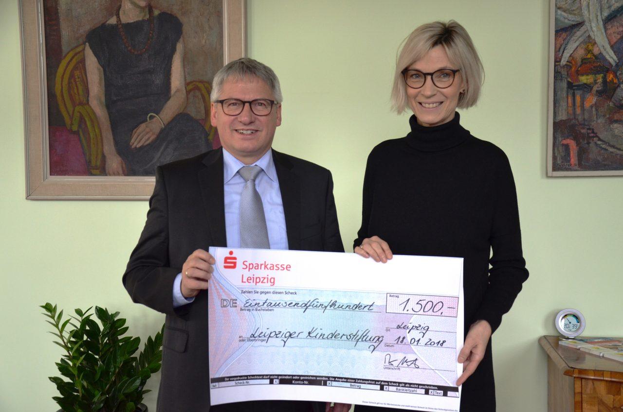 Creditreform Leipzig übergibt Spendenscheck an Leipziger Kinderstiftung